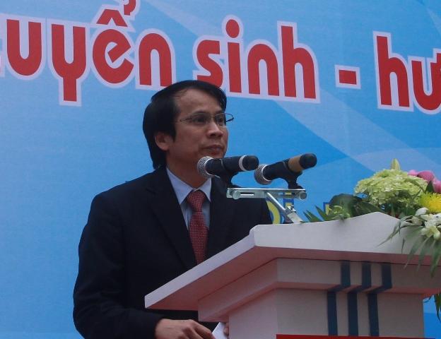 Thứ trưởng Bộ GD&ĐT Phạm Mạnh Hùng phát biểu tại lễ khai mạc. Ảnh: gdtd.vn